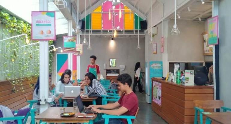 Banyak muda mudi di Organeed Restaurant. Restoran murah Bogor